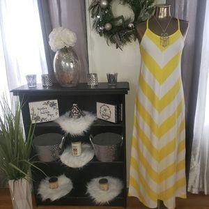 Lovely Gap size M maxi dress NWT